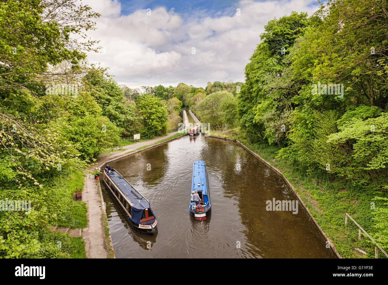 Narrowboats in the Llangollen Canal, built by Thomas Telford, manoeuvering before crossing the Chirk Aqueduct, which Stock Photo