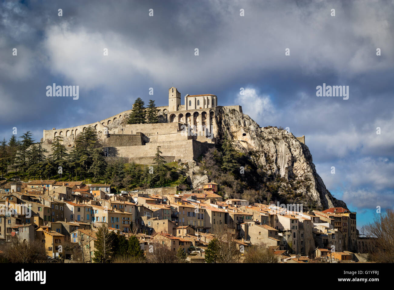 Sisteron Citadel, fortifications and rooftops with summer clouds. Southern Alps, Alpes de Haute Provence, Durance - Stock Image