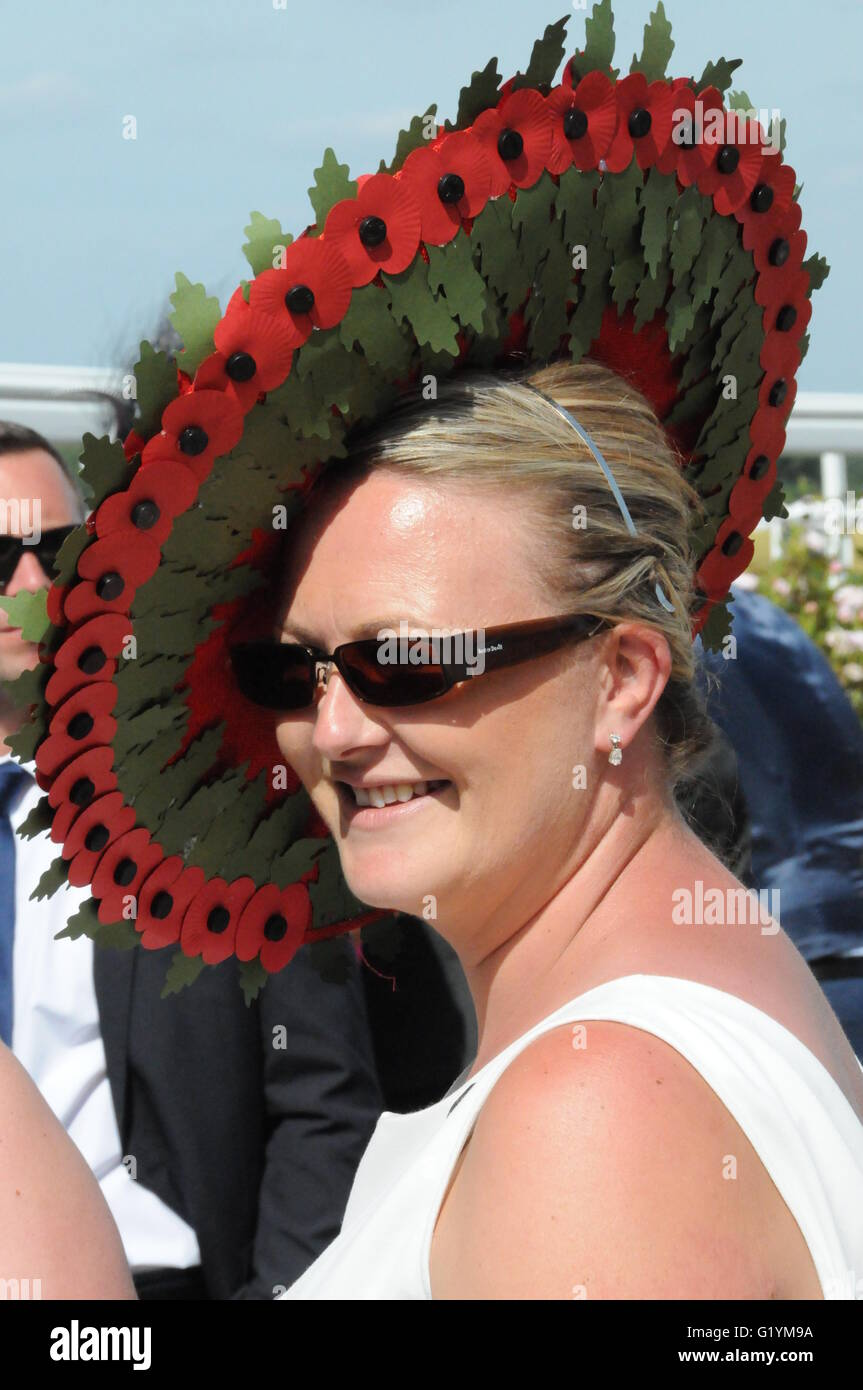 A hat made from Remembrance Day poppies, 2015 Royal Ascot Races, Ladies' Day - Stock Image