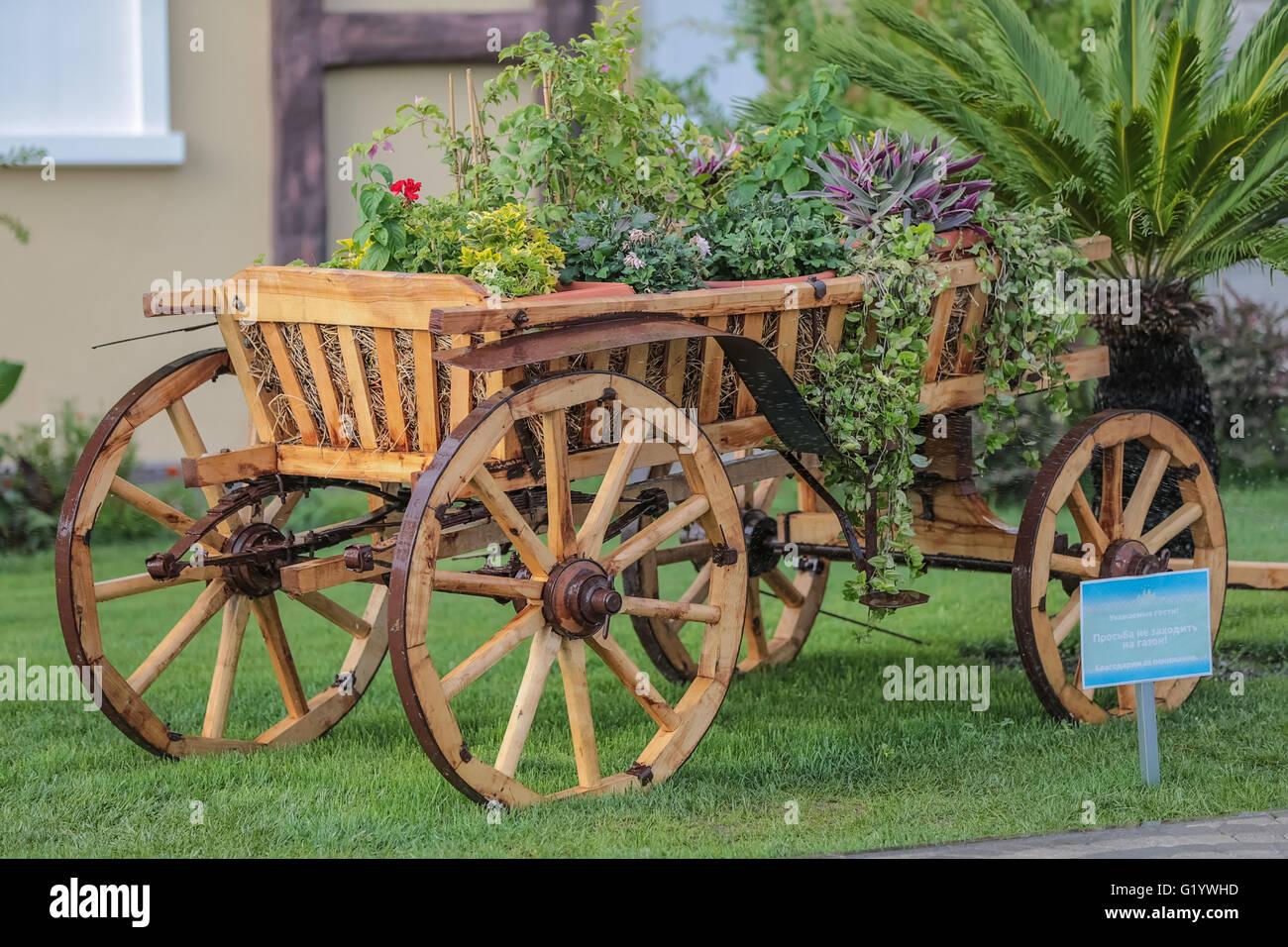 Wheel Garden Cart Stock Photos & Wheel Garden Cart Stock Images - Alamy