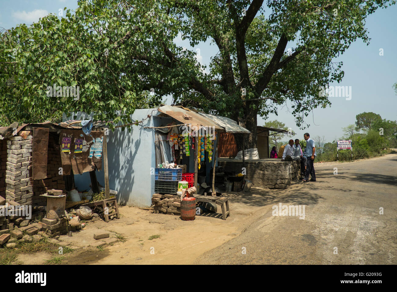 A typical village tea shop next to a bus stop in rural Himachal Pradesh, India - Stock Image