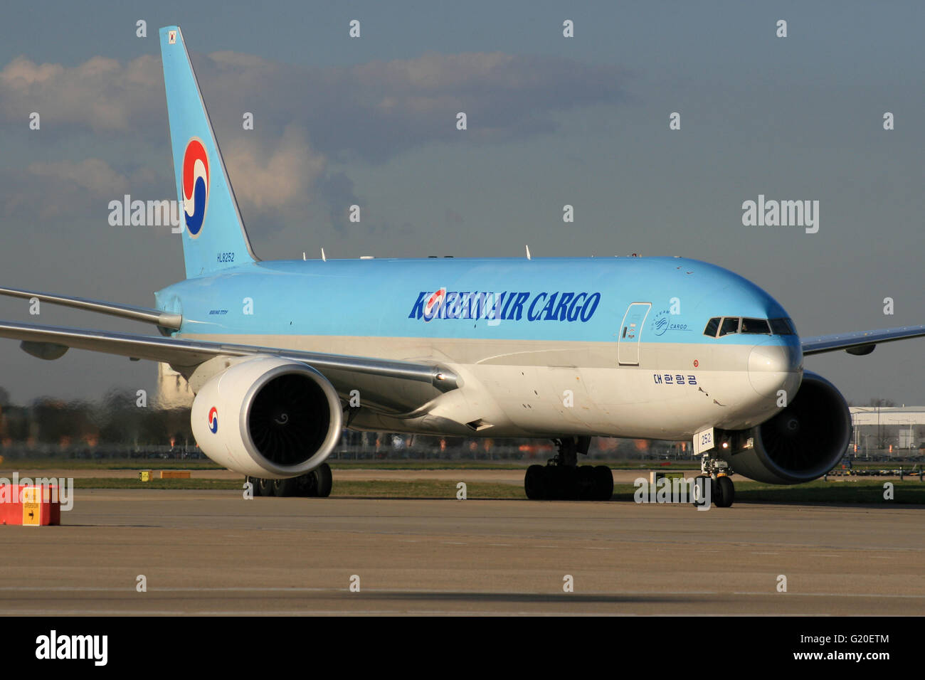 KOREAN AIR CARGO 777 - Stock Image
