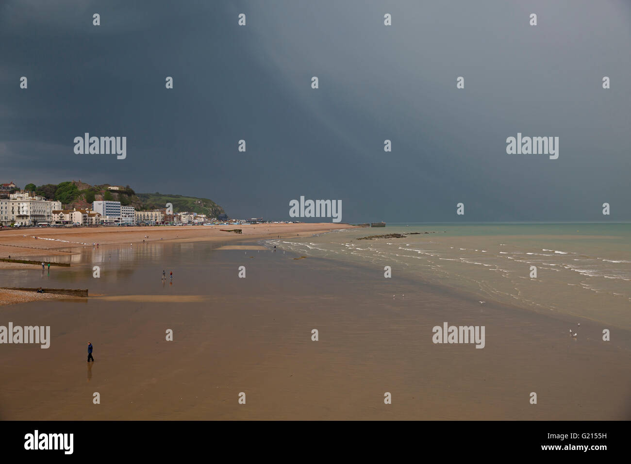 Hastings,UK,21st May 2016,Storm clouds gather over Hastings beach Credit:  Keith Larby/Alamy Live News - Stock Image
