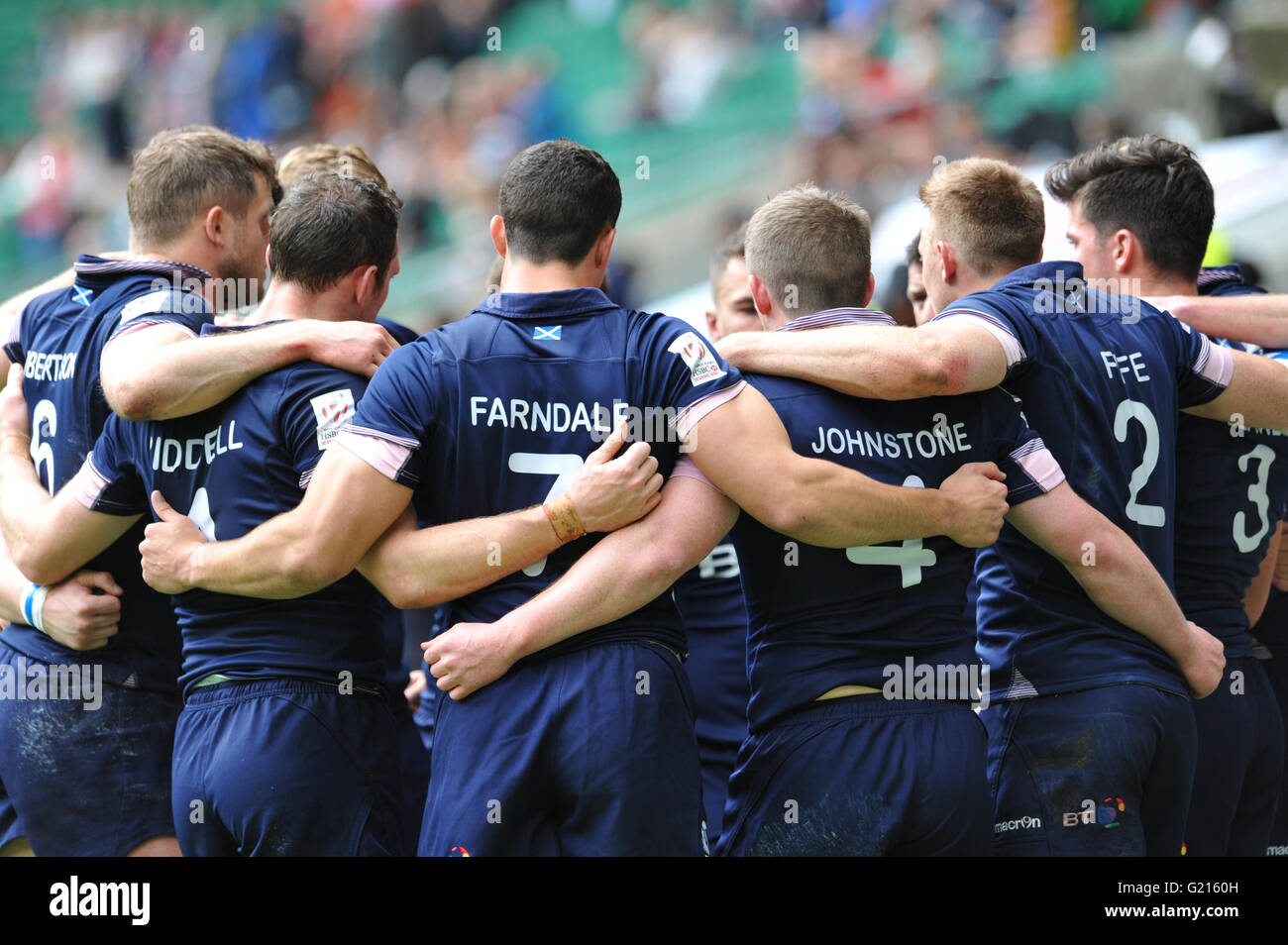 London, UK. 21st May, 2016. Scottish team members in a huddle just after their pool match against France in the - Stock Image