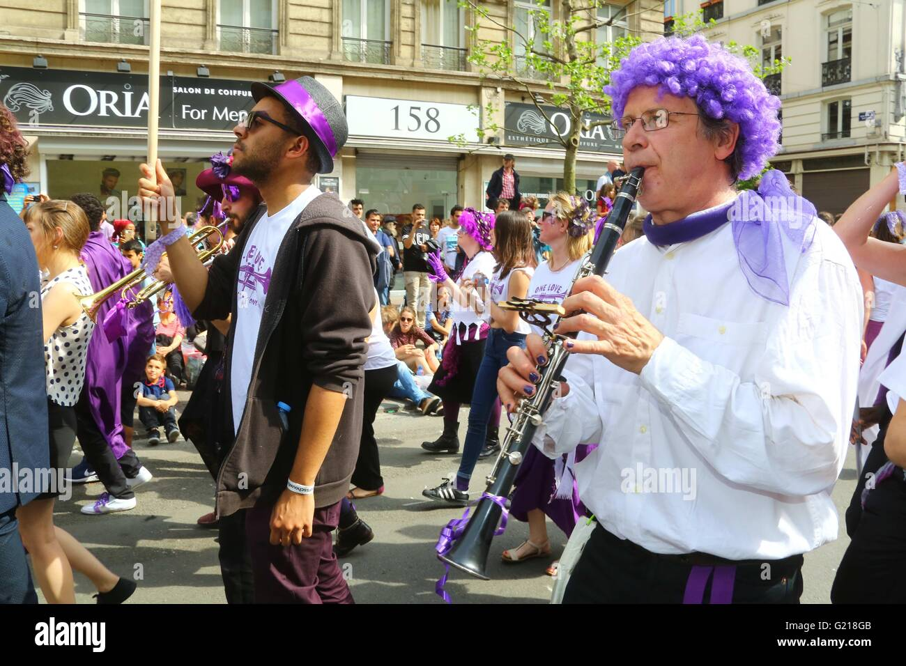 """Brussels. 21st May, 2016. Performers take part in the biyearly Zinneke Parade under the theme """"Fragil"""" in Brussels, Stock Photo"""