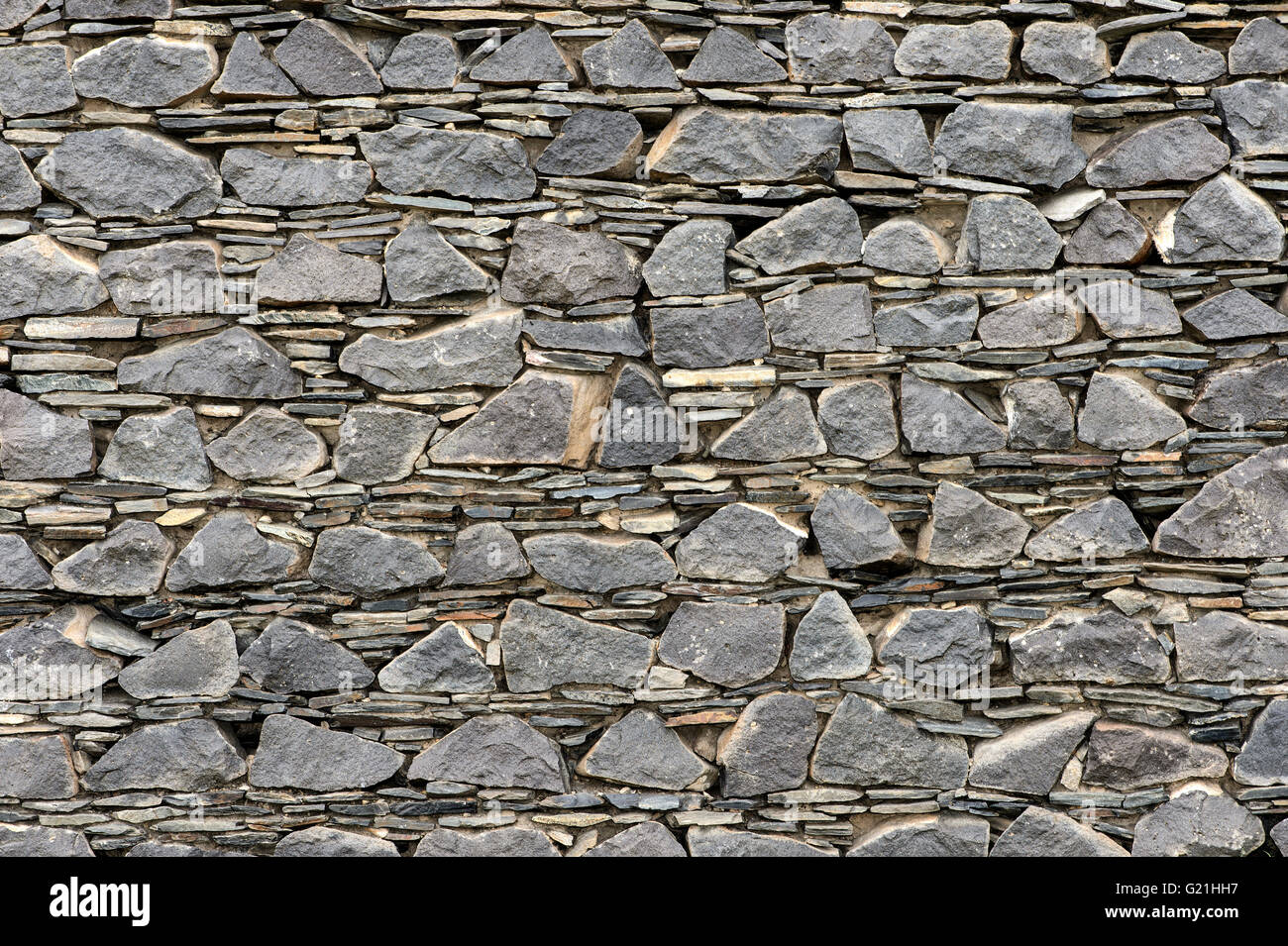 Wall of layered ground-down basalt stones and slates, ruins of Kitan fortress Khar Bukh Balgas, Khar Bakhin Balgas, - Stock Image