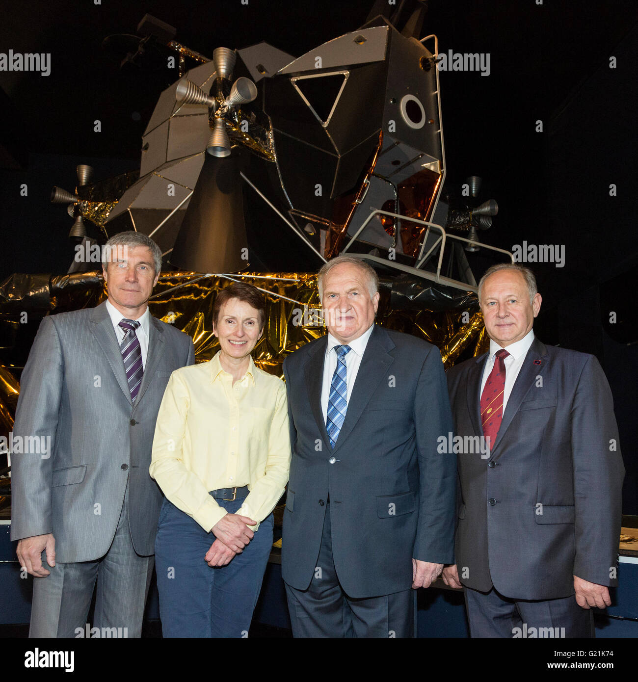 London, UK. 20 May 2016. L-R: Sergei Krikalev, Helen Sharman, Viktor Afanasyev and Anatoli Artsebarski. Helen Sharman - Stock Image