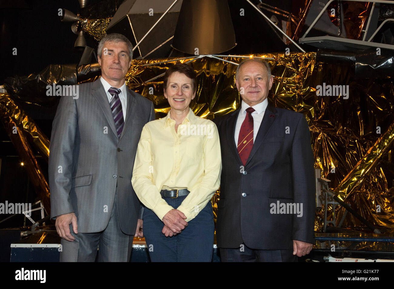 London, UK. 20 May 2016. L-R: Sergei Krikalev, Helen Sharman and Anatoli Artsebarski. Helen Sharman celebrates 25 - Stock Image