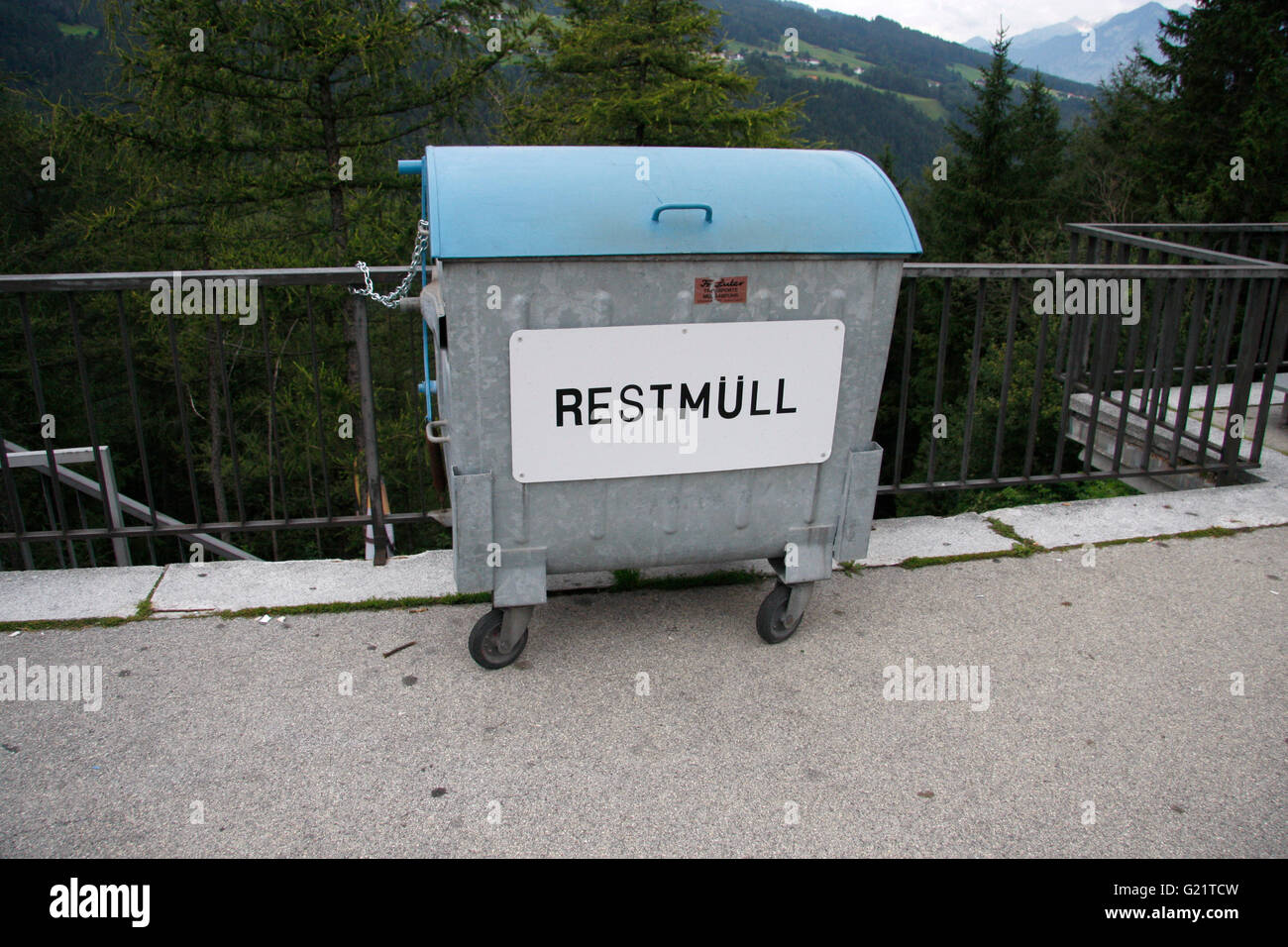 """Restmuell""-Tonne, Brennerpass, Oesterreich. Stock Photo"