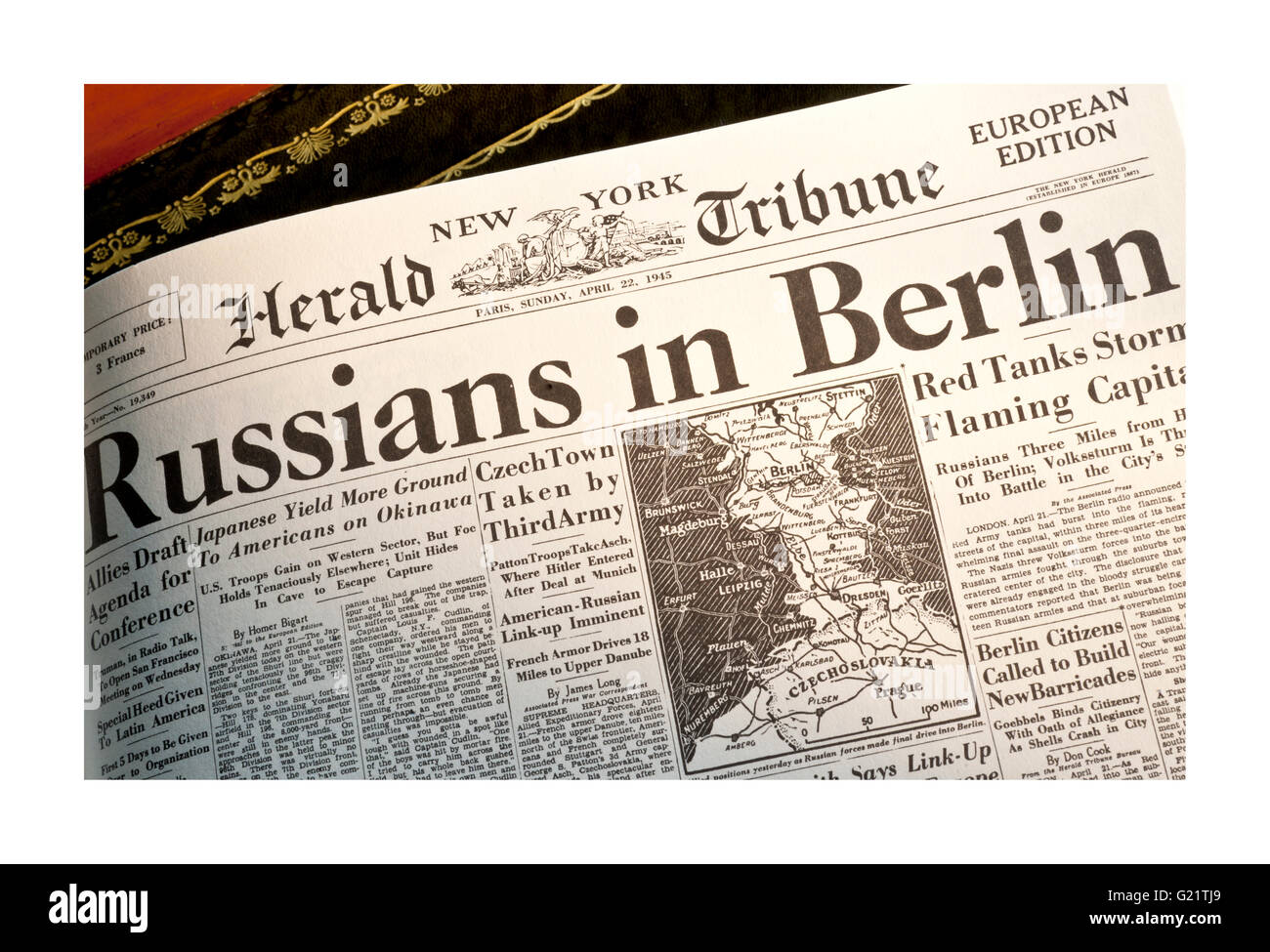 Herald Tribune Sunday April 22 1945 Headline 'Russians in Berlin' - Stock Image