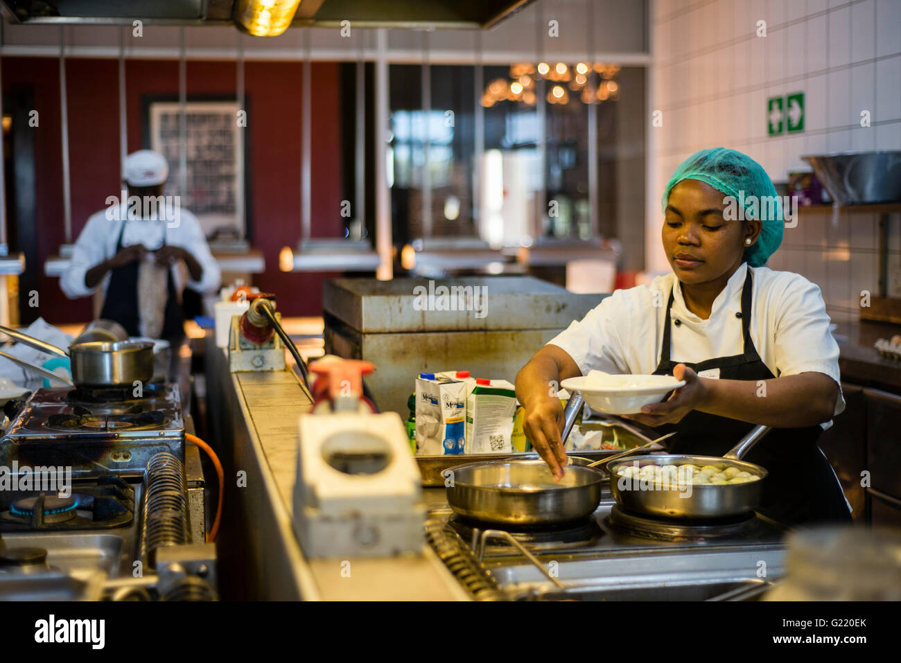 namibian woman cooking stock photos namibian woman cooking stock images alamy. Black Bedroom Furniture Sets. Home Design Ideas