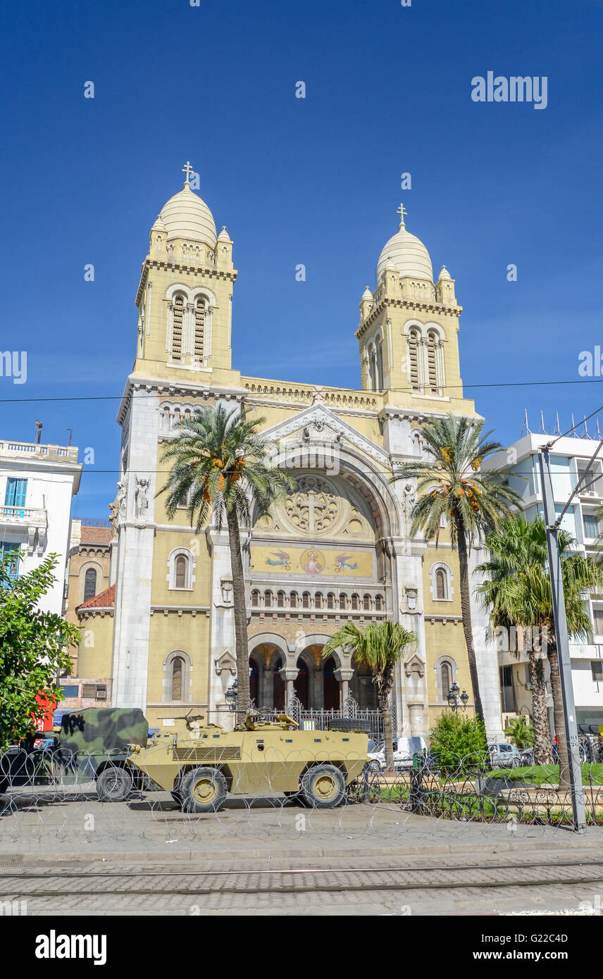 roadblock in front of catholic cathedral downtown tunis / tunisia - Stock Image