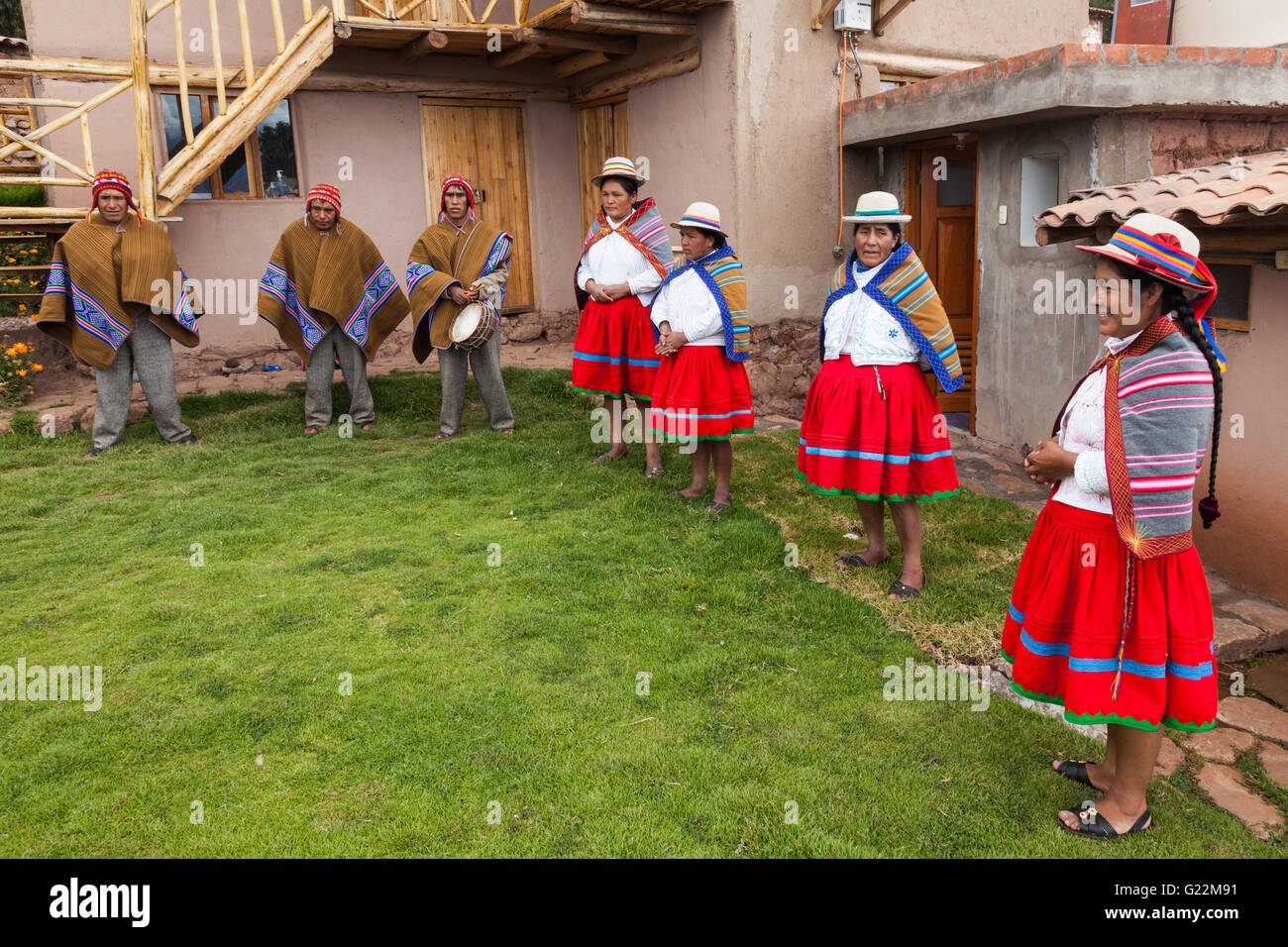 Welcoming family in the Andean village of Misminay, Peru - Stock Image