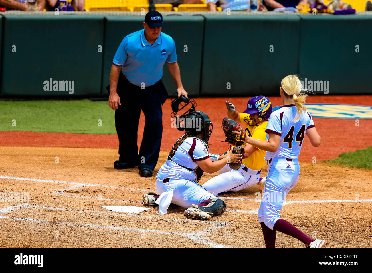 Baton Rouge, LA, USA. 22nd May, 2016. LSU Tigers catcher Kellsi Kloss (77) is out at home plate by Arizona State - Stock Image