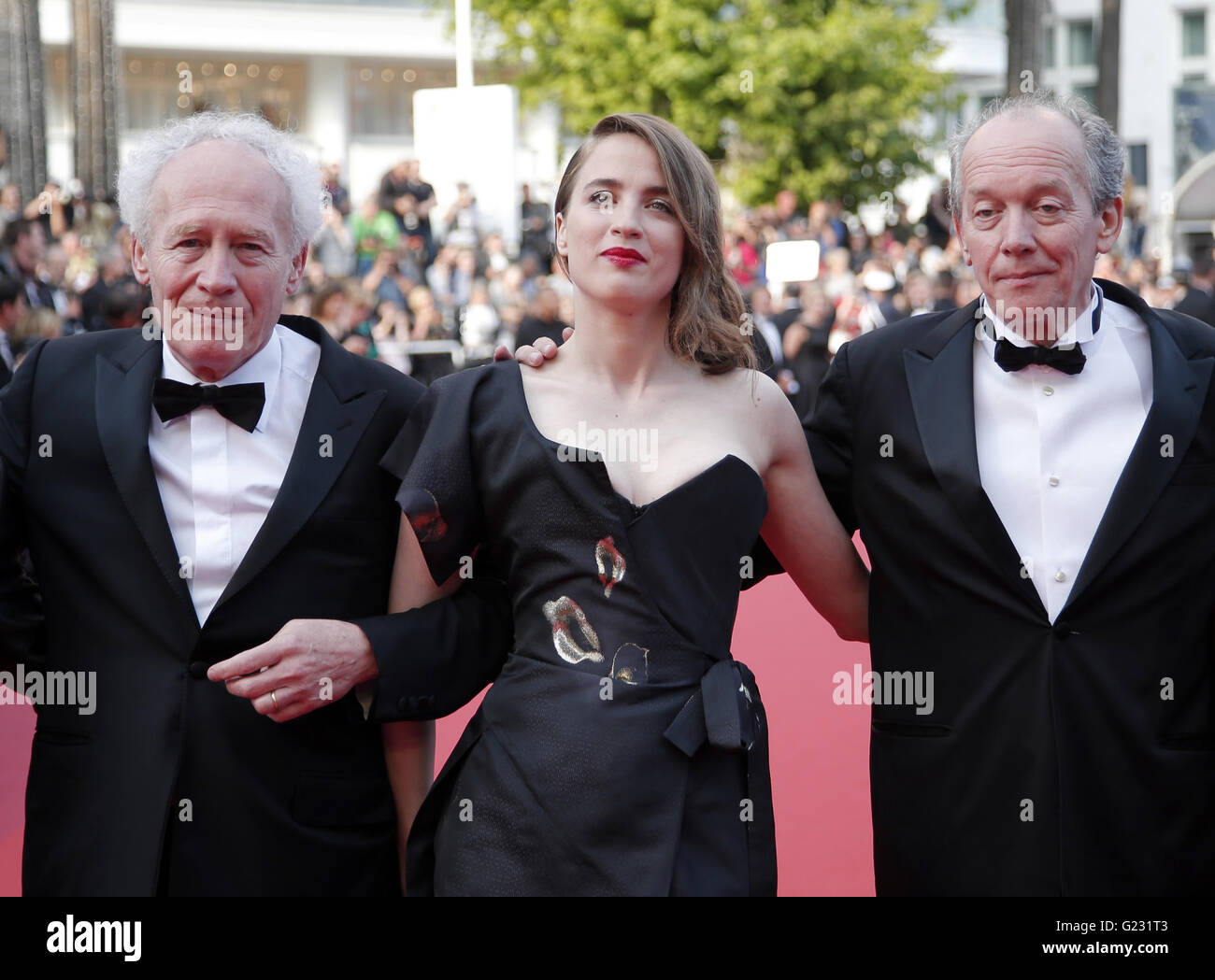 director Jean-Pierre Dardenne, actress Adele Haenel and director Luc Dardenne, from left, pose for photographers - Stock Image