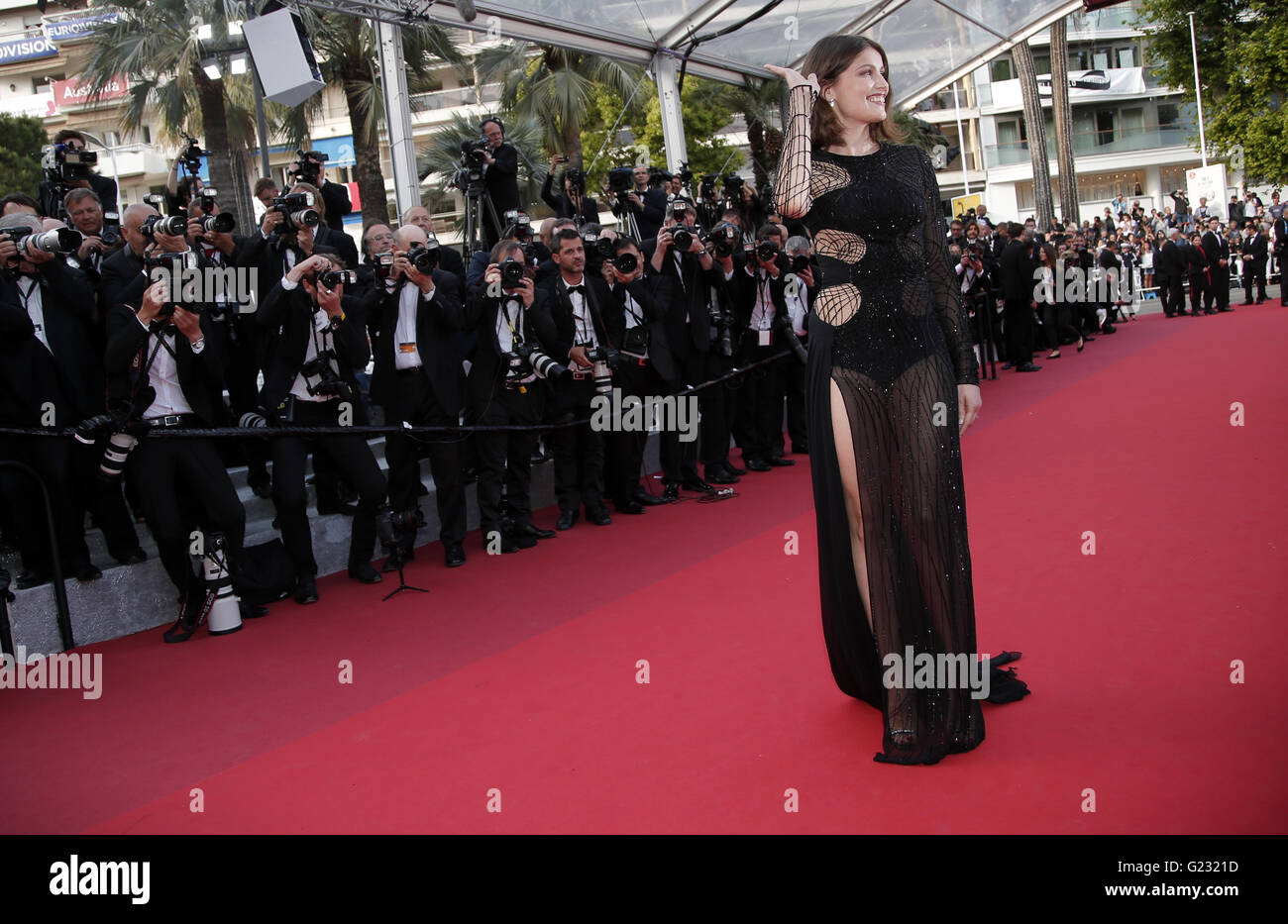 Actress Laetitia Casta poses for photographers upon arrival at the screening of the film La Fille Inconnue (The - Stock Image