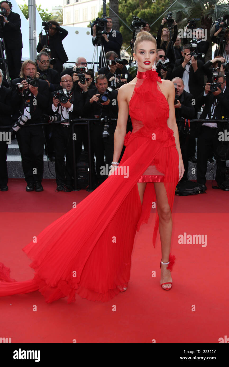 Model Rosie Huntington-Whiteley poses for photographers upon arrival at the screening of the film La Fille Inconnue - Stock Image
