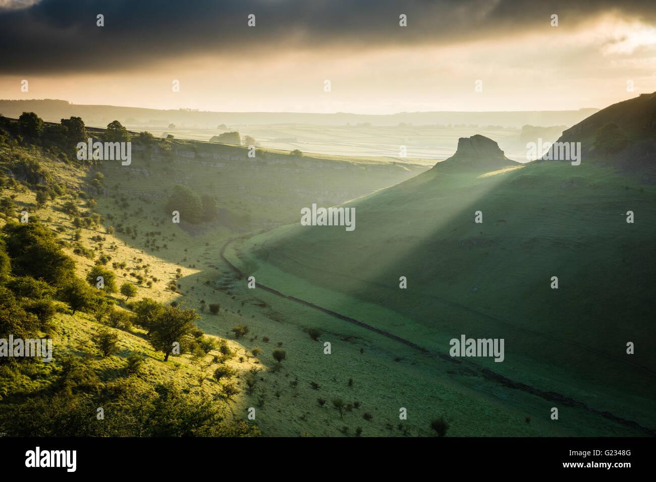 Cressbrook Dale, Peak District National Park. Derbyshire, UK. 23rd May, 2016. UK Weather: First light breaks over Stock Photo
