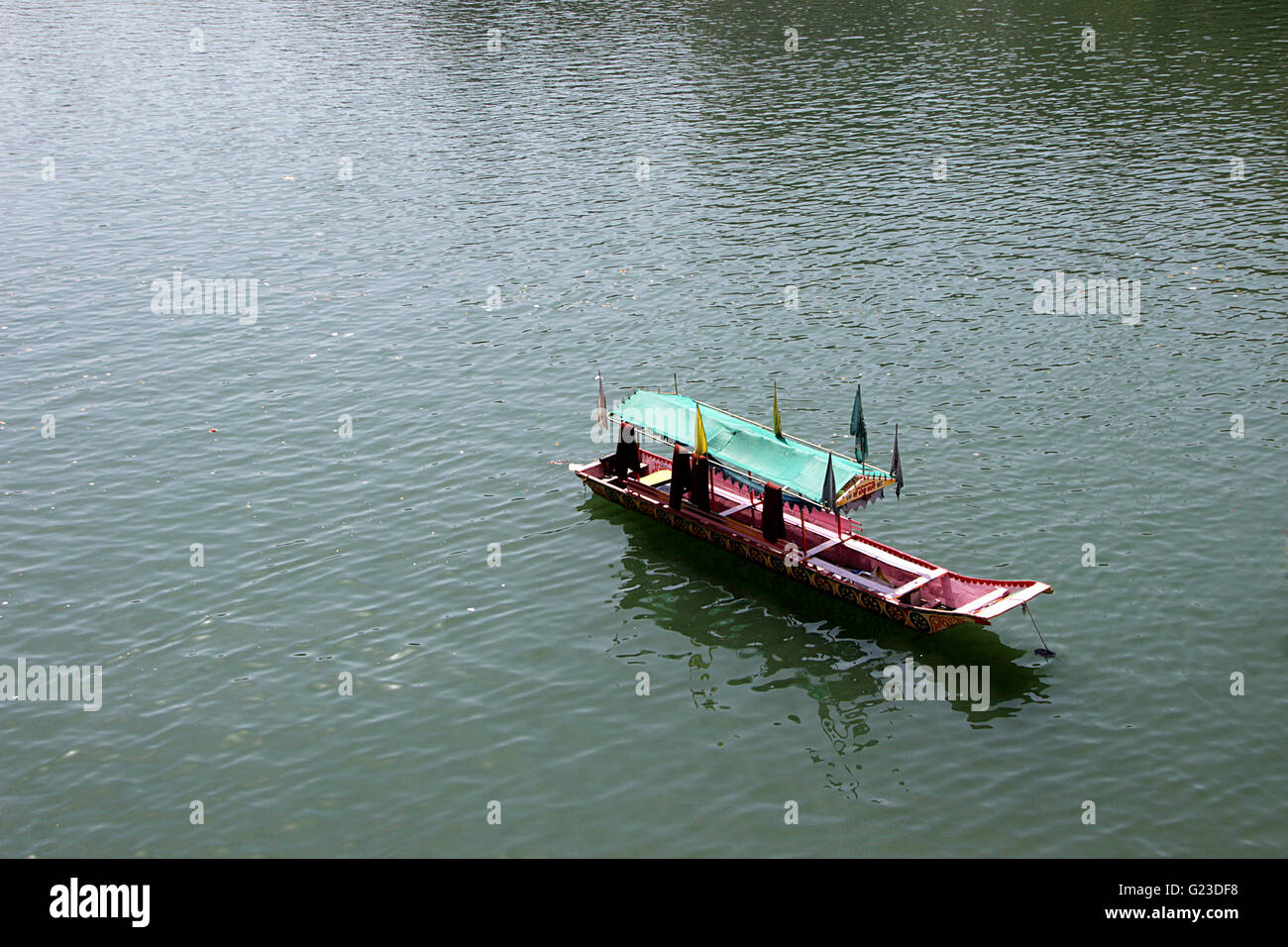 Tourist boat with shaded canopy waiting for occupation - Stock Image