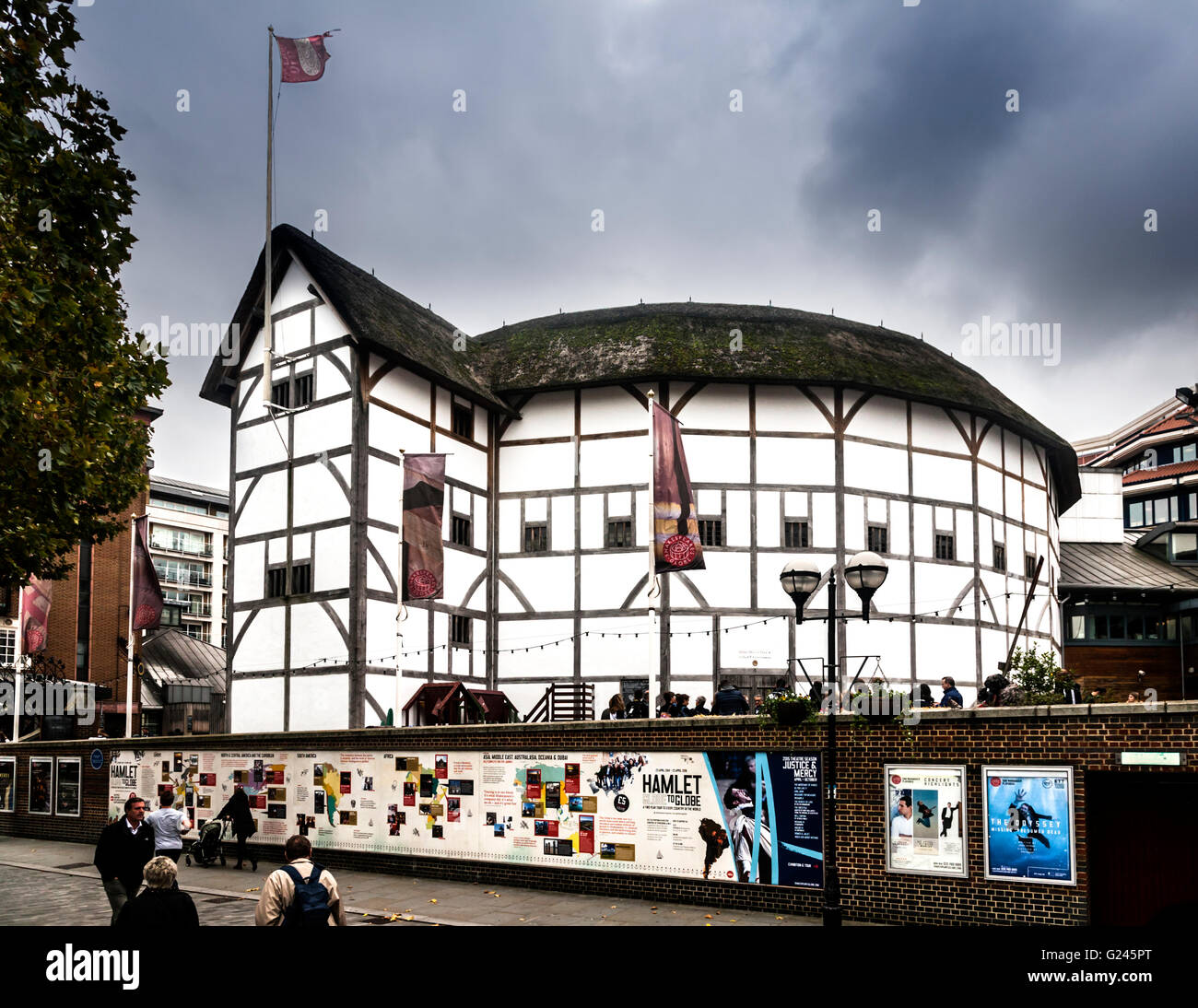 Shakespeares globe a reconstruction of the globe theatre stock shakespeares globe a reconstruction of the globe theatre southwark london england malvernweather Images