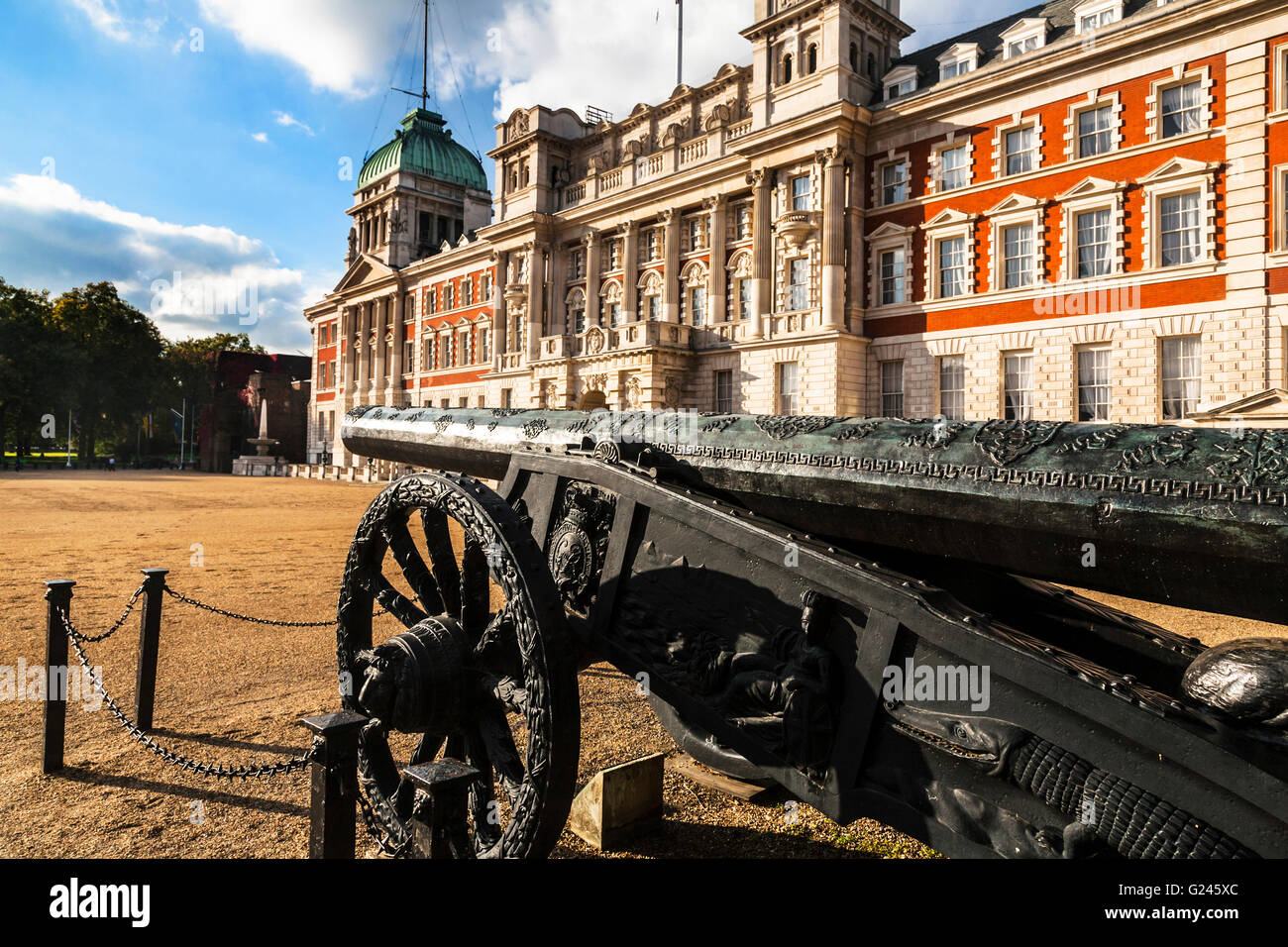 The Ottoman Gun A Captured Turkish Cannon At Horseguards Parade