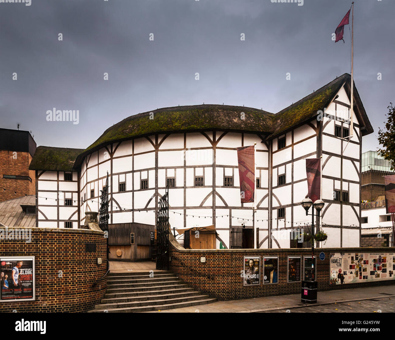 Shakespeare's Globe, a reconstruction of the Globe Theatre, Southwark, London, England. - Stock Image