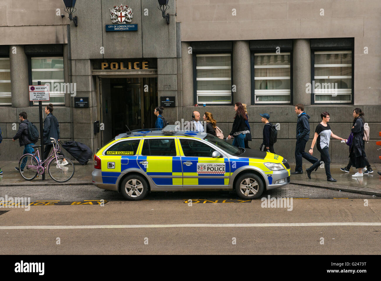 England East End police car in front of City of London Bishopsgate Police Station Stock Photo