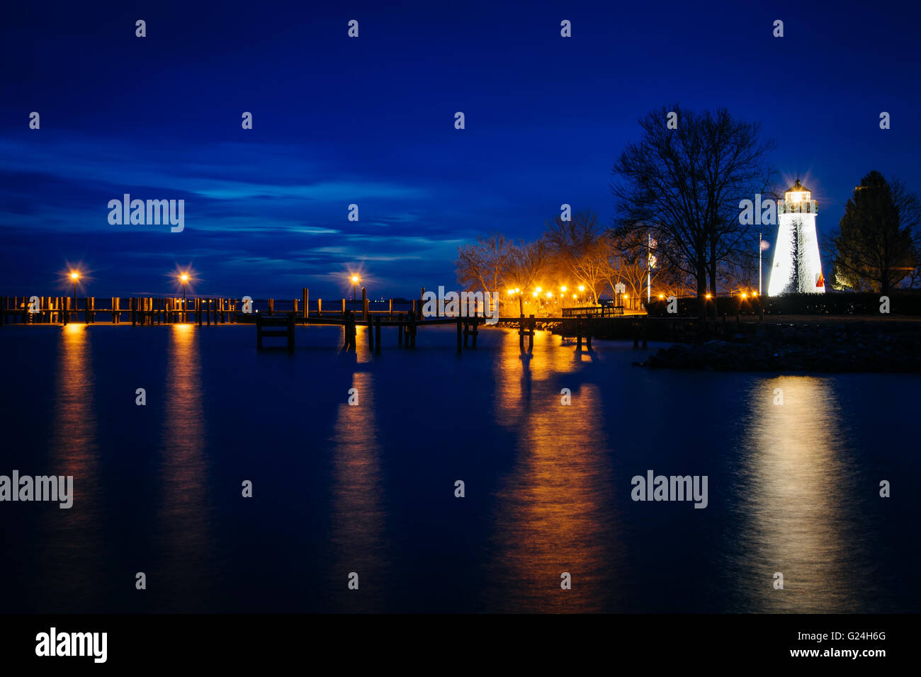 Concord Point Lighthouse and a pier at night in Havre de Grace, Maryland. - Stock Image