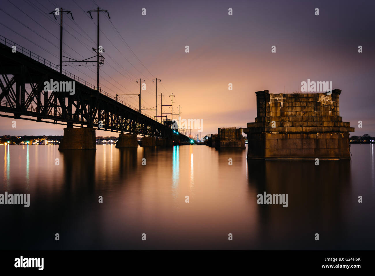 Railroad bridge over the Susquehanna River at night, in Havre de Grace, Maryland. - Stock Image