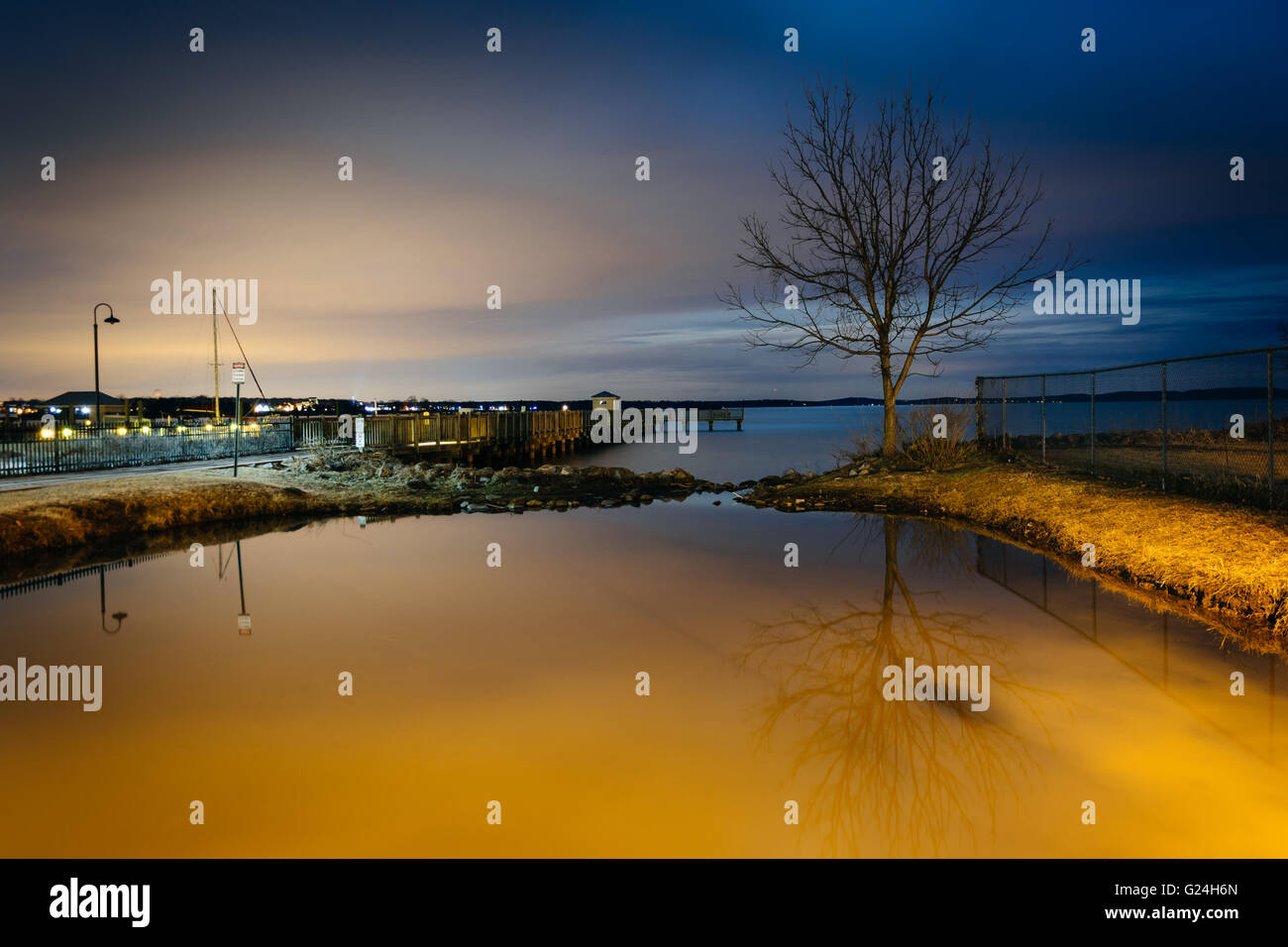 The waterfront at night, in Havre de Grace, Maryland. - Stock Image