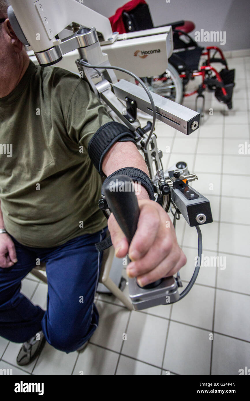 Robotic assistance to grip, Exoskeleton Armeo Spring robotic arm, Clinique Saint-Roch, Cambrai, France. - Stock Image
