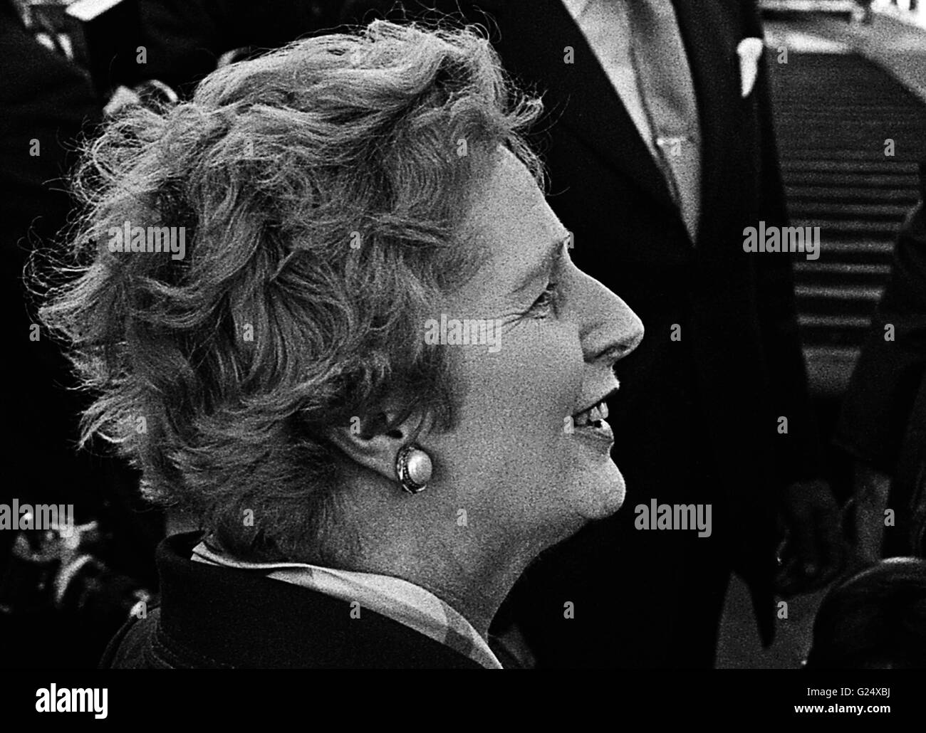 AJAXNETPHOTO. 11TH FEB, 1977. PORTSMOUTH, ENGLAND. LEADER OF THE OPPOSITION MP MARGARET THATCHER ON A TOUR OF THE - Stock Image