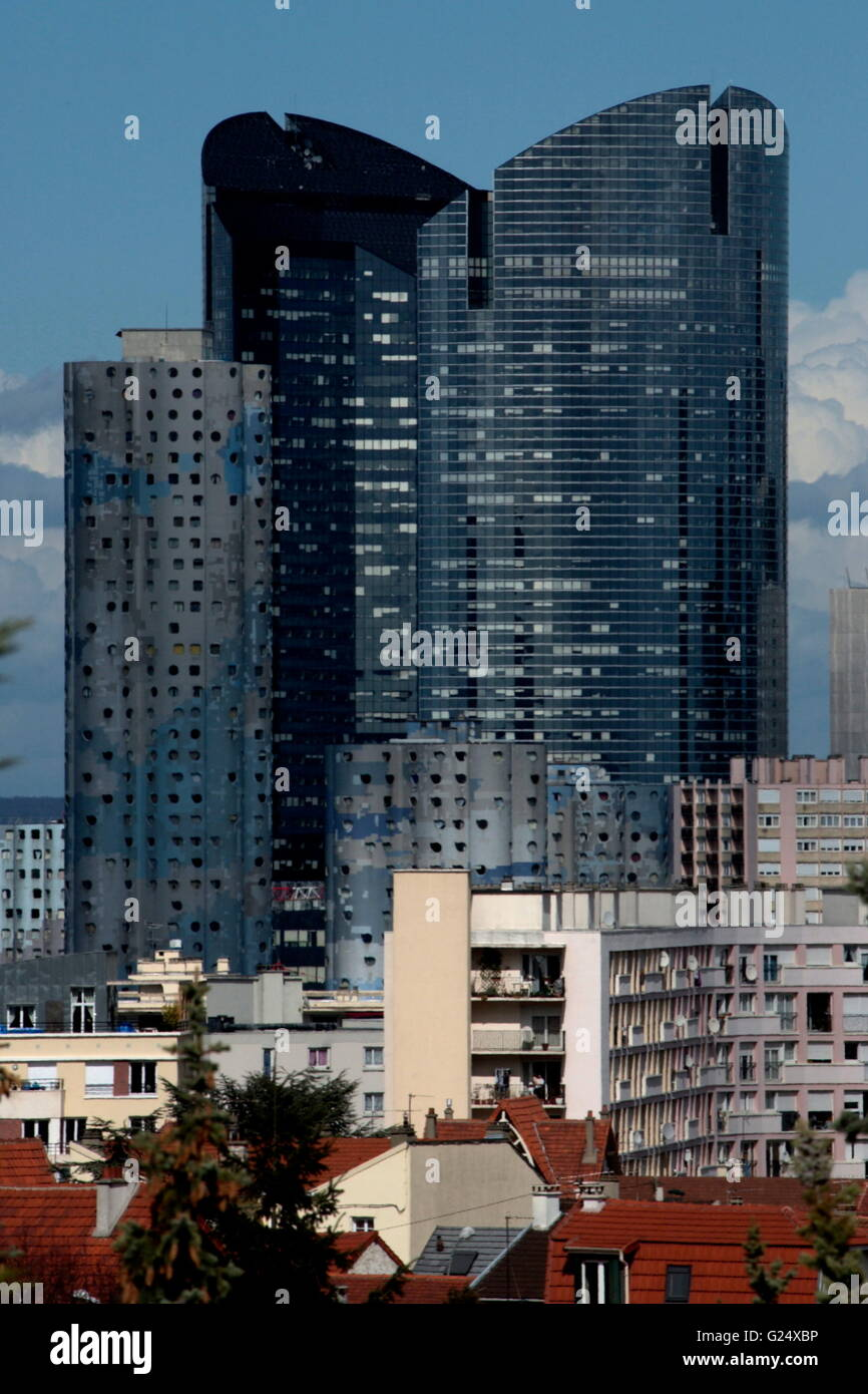 AJAXNETPHOTO.  PARIS, FRANCE. - LA DEFENSE TOWERS - SOCIETE GENERALE BANK TOWERS CHASSAGNE AND ALICANTE IN THE FINANCIAL - Stock Image