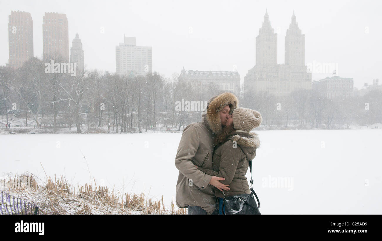 Couple kissing in Central Park, Manhattan, New York, America, USA Stock Photo