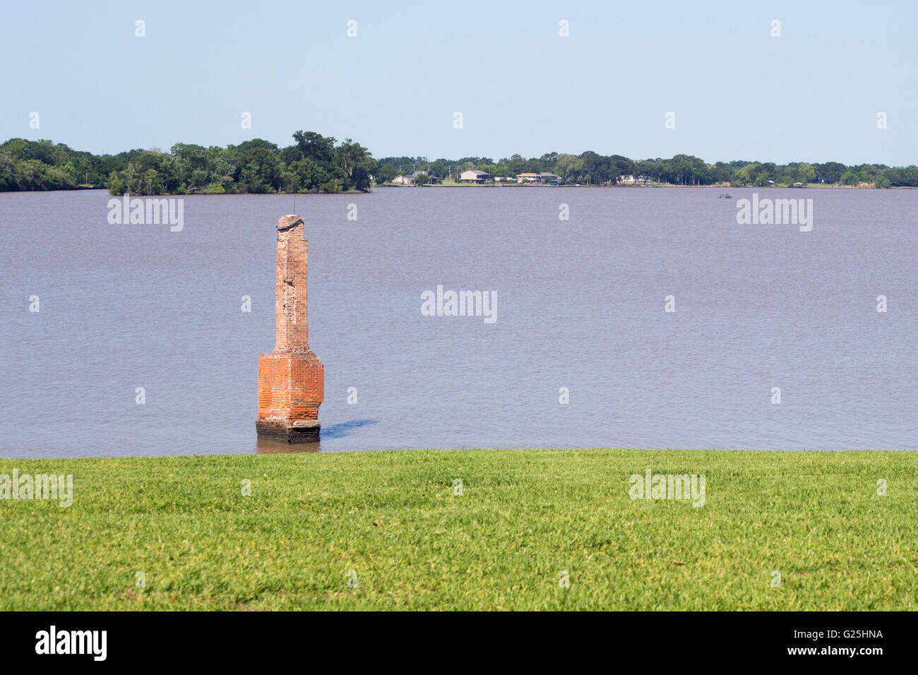Chimney of house submerged in Lake Peigneur. A drilling rig disaster deepened and changed the lake from freshwater - Stock Image