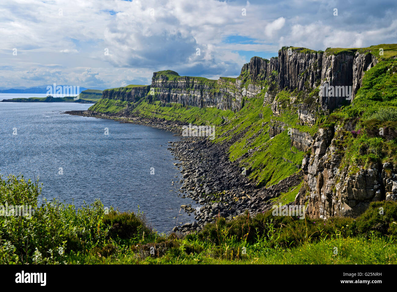 Cliff in the northeast of the Trotternish Peninsula in Staffin, Isle of Skye, Scotland, United Kingdom - Stock Image