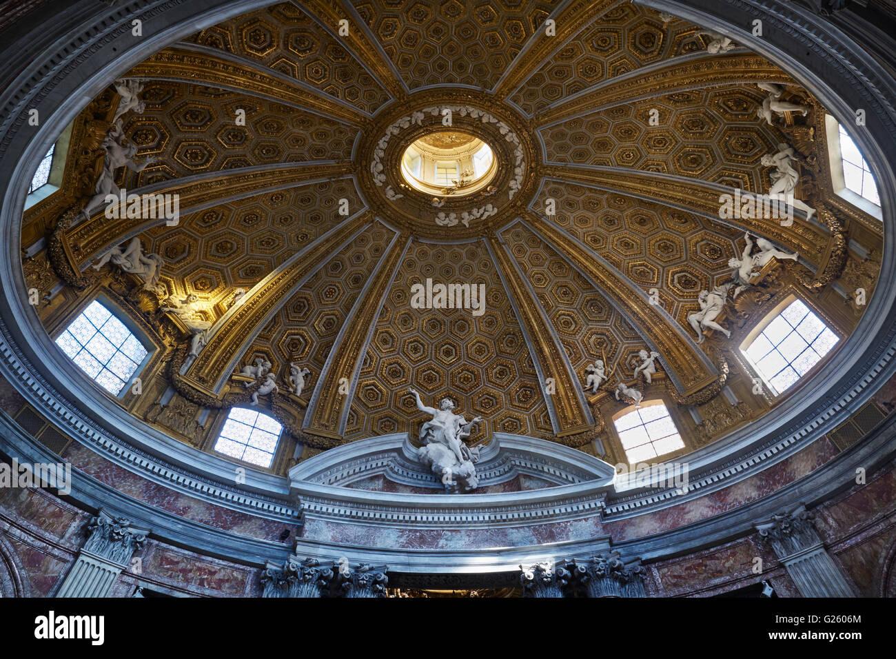 Rome, Sant'Andrea al Quirinale, interior of oval dome with gilded coffering, by Gianlorenzo Bernini, 1658-1670. - Stock Image