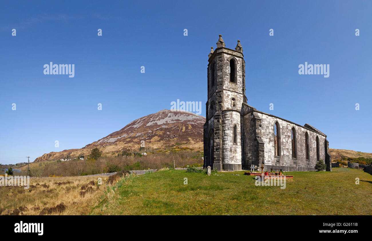 Dunlewy church ruin and Mount Errigal in the Derryveagh mountain range Dunlewey County Donegal Ireland - Stock Image