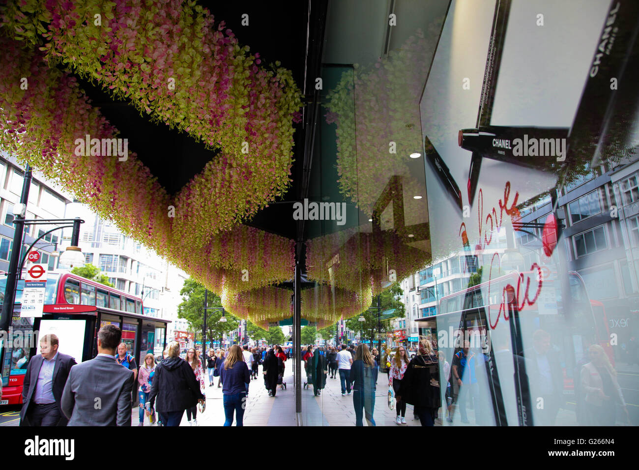 3e00a8c7186 House Of Fraser And Display Stock Photos   House Of Fraser And ...