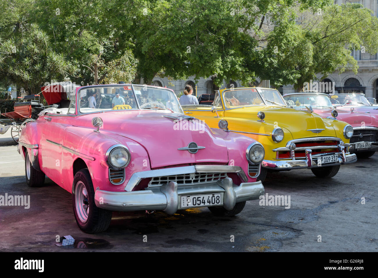 Vintage American cars (Oldsmobile, Chevrolet and Buick) in Parque ...