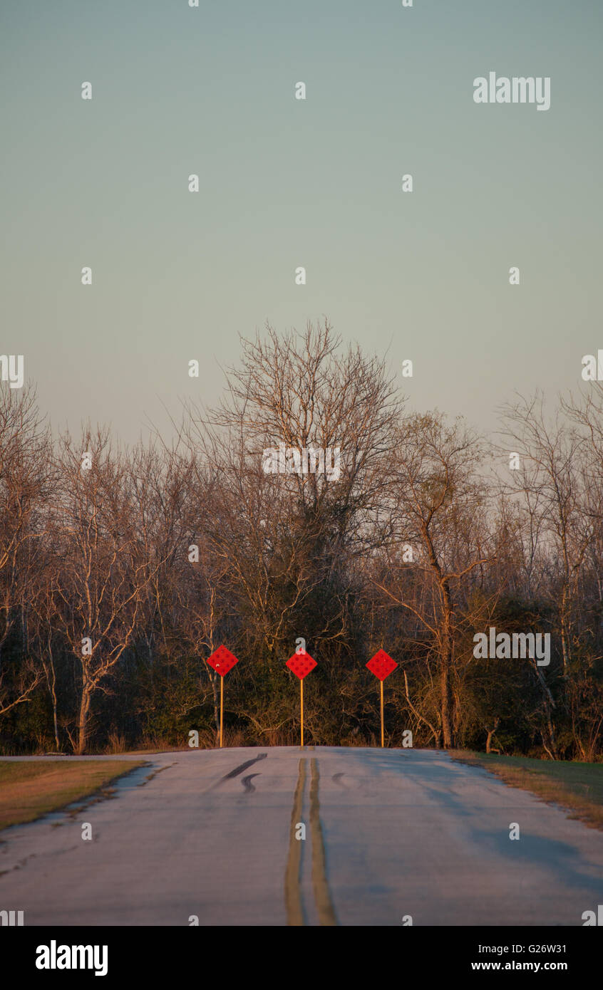 Three red Dead End Signs at the end of a Road in Winter - Stock Image