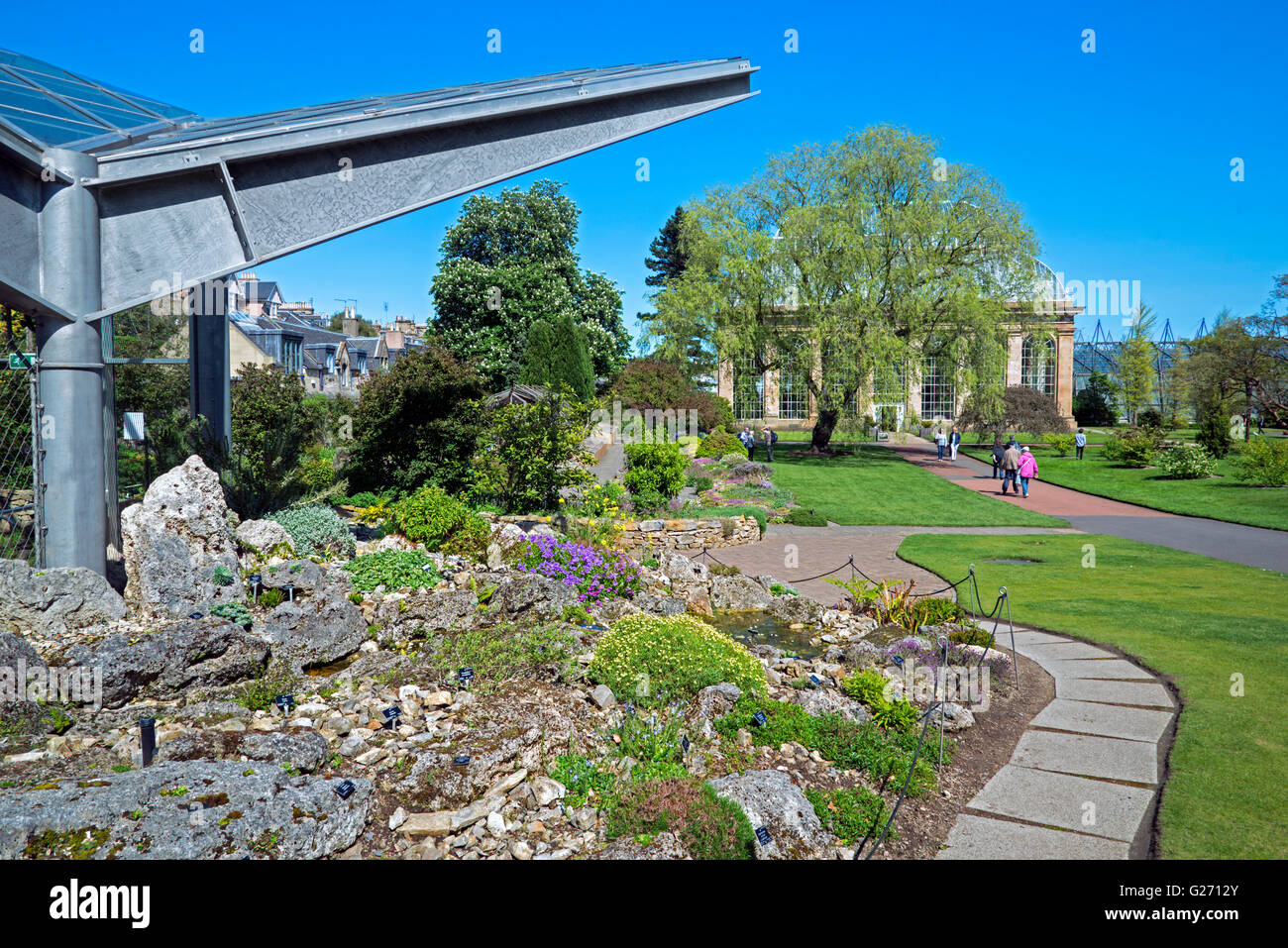 The New Alpine Glasshouse in  the Royal Botanic Garden Edinburgh (RBGE) with the older Victorian Palm House in the - Stock Image
