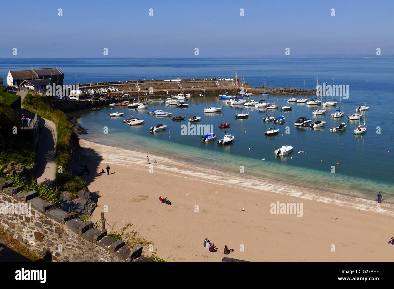 The harbour and beach at New Quay, Ceredigion, Wales - Stock Image