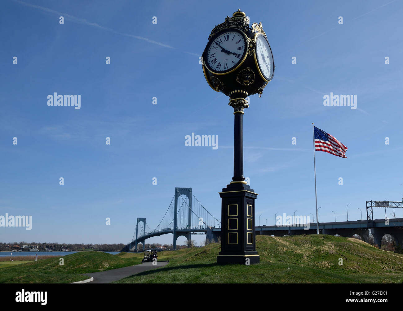 Trump Golf Links at Ferry Point with American Flag and Whitestone Bridge. - Stock Image