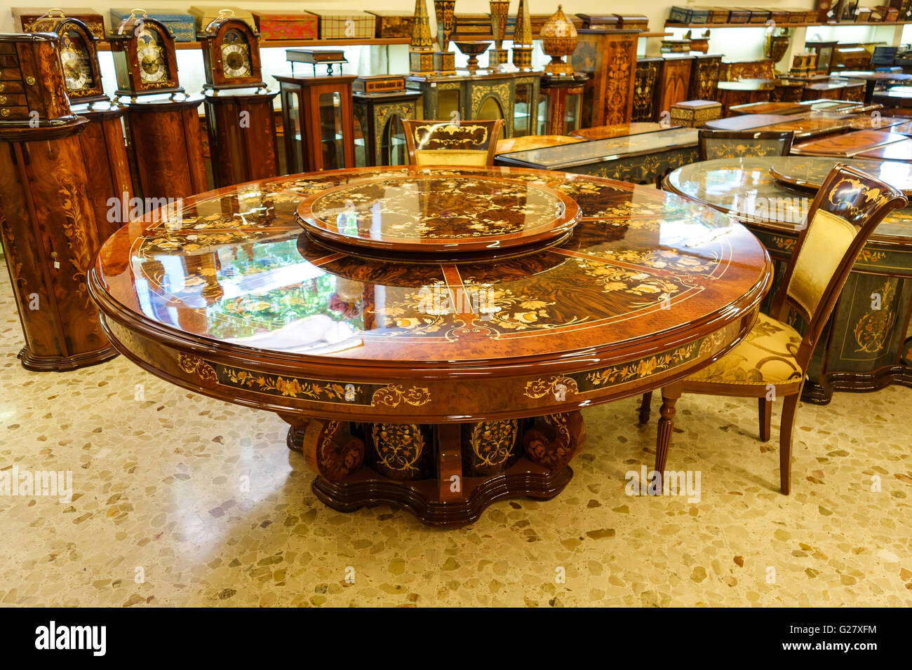 ornate wooden inlaid furniture tables clocks etc for sale in a shop stock photo 104666008 alamy. Black Bedroom Furniture Sets. Home Design Ideas