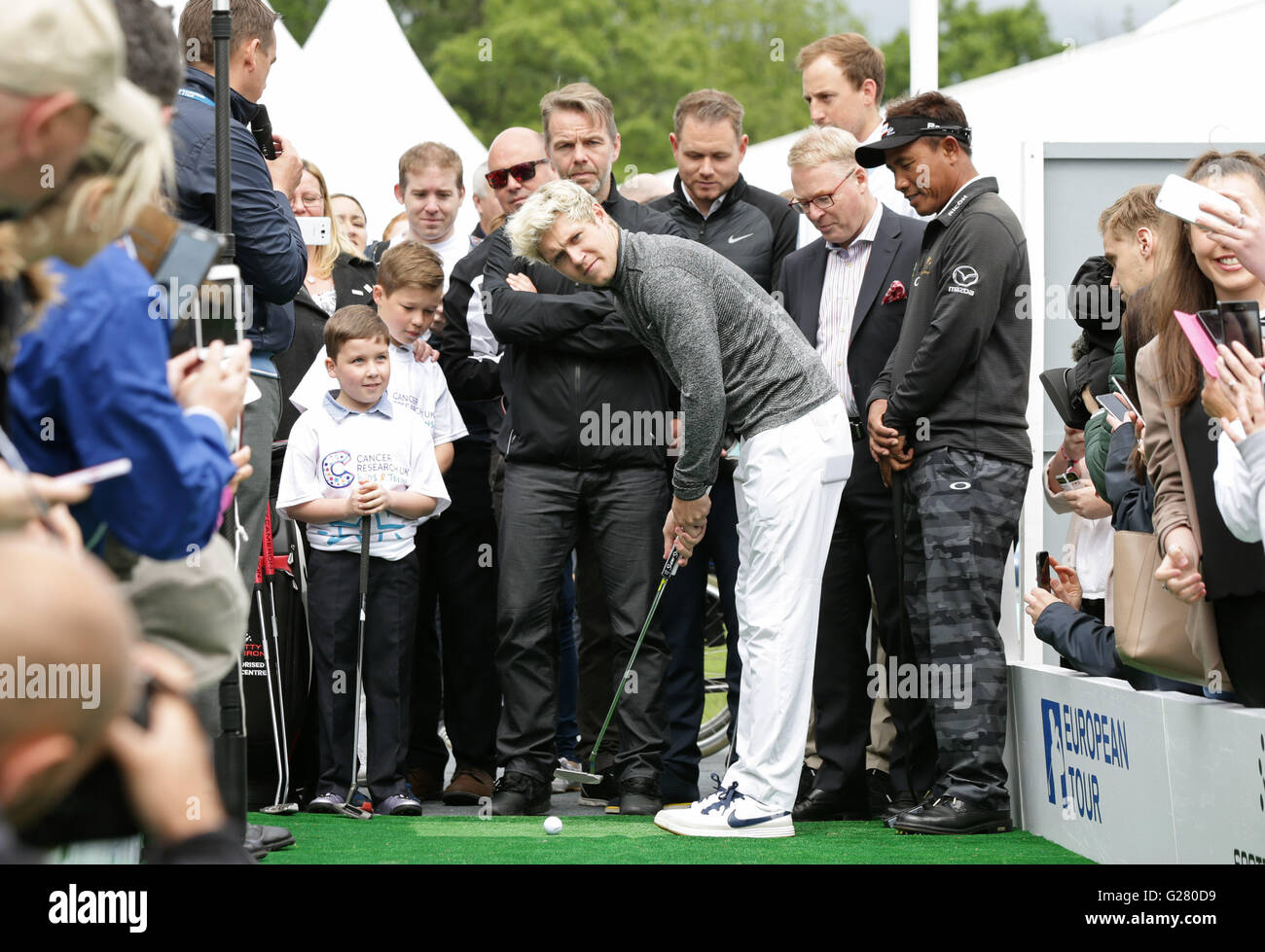 Former One Direction Singer Niall Horan With Eight Year Old Cancer  Survivor, Rhys Kiernan (left) During The Mega Putt Challenge For Cancer  Research UK Kids ...