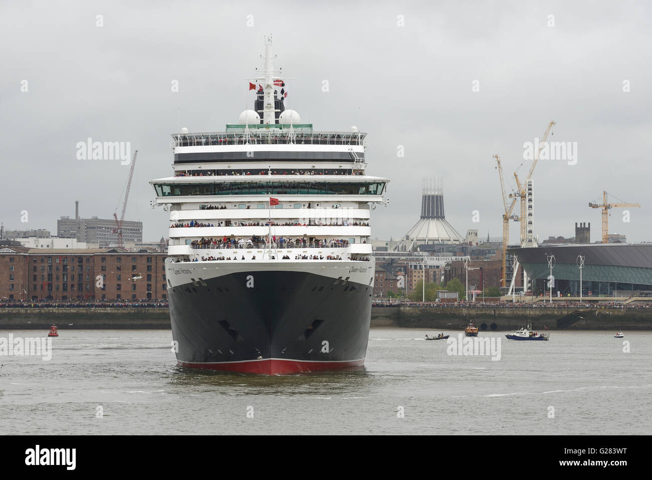 Cunard Queen Victoria on the River Mersey in Liverpool - Stock Image