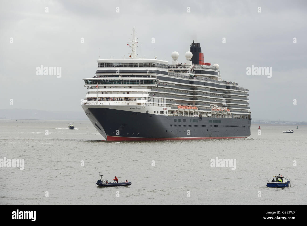 Cunard Queen Elizabeth on the River Mersey in Liverpool - Stock Image