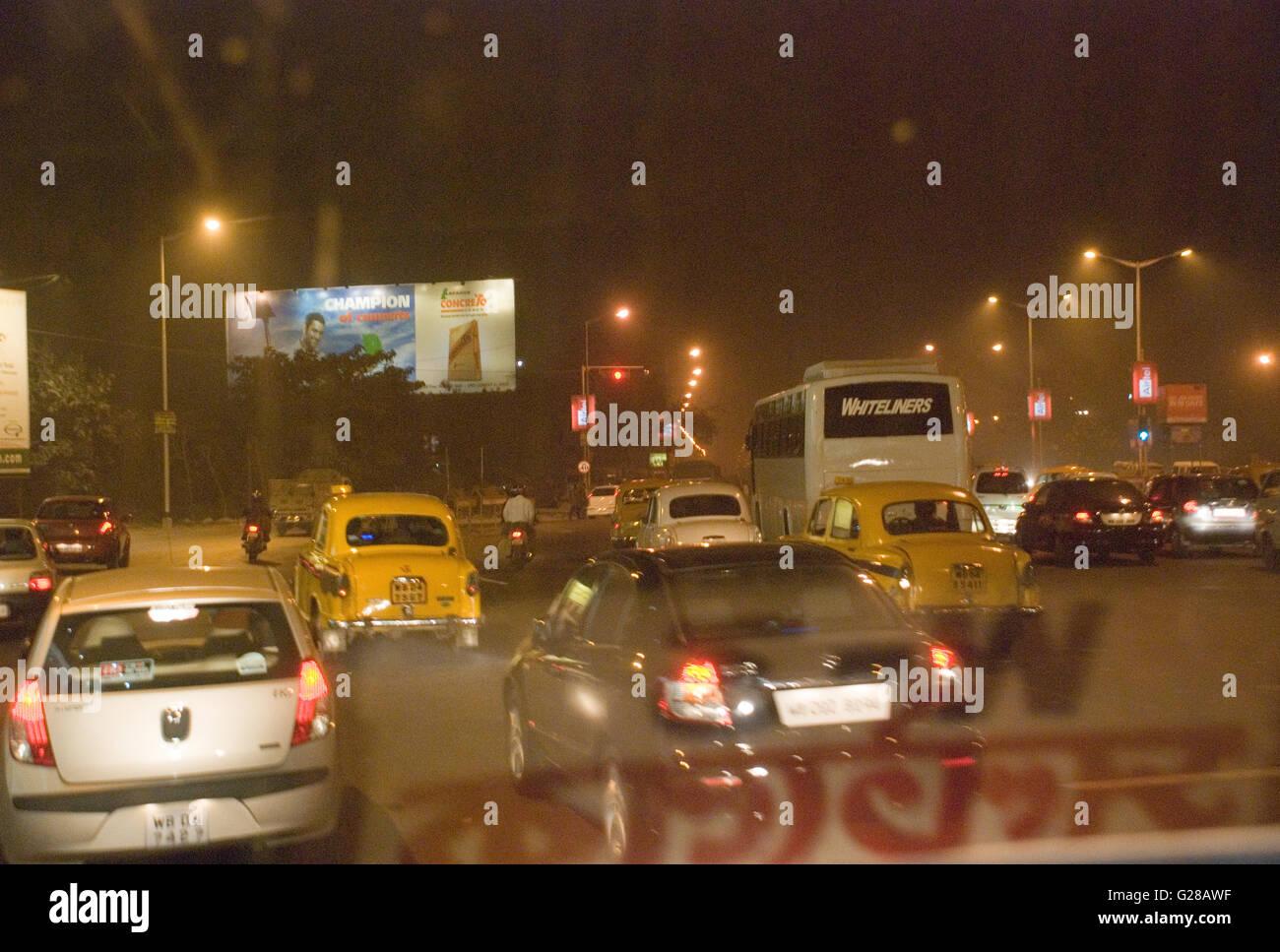 Busy road, Eastern Metropolitan Bypass, Kolkata, West Bengal - Stock Image