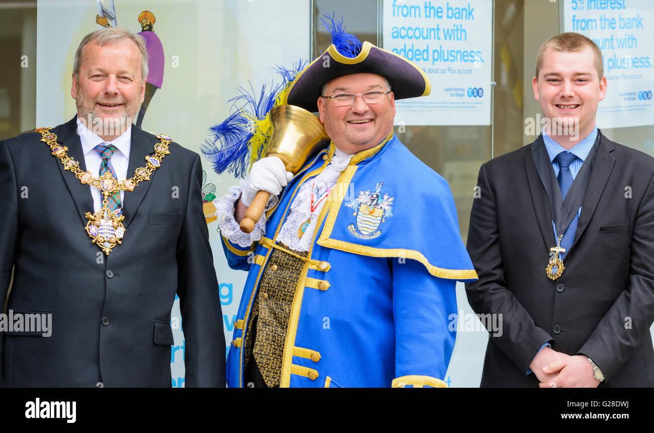 The Mayor, Cllr Sean McDonald, Town Crier, Bob Smytherman & Deputy Mayor, Cllr Alex Harman, of Worthing, West - Stock Image